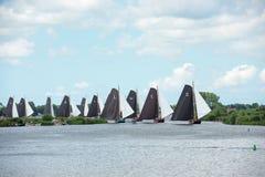 Der Anfang der skutsjes, die Rennen segeln Lizenzfreies Stockfoto