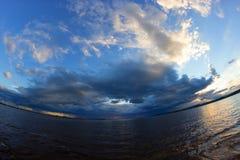 Der Anfang des Sturms auf dem Meer Stockfotografie