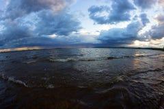 Der Anfang des Sturms auf dem Meer Stockbilder