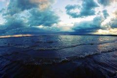 Der Anfang des Sturms auf dem Meer Lizenzfreies Stockbild
