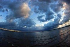 Der Anfang des Sturms auf dem Meer Stockfoto