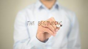 Der Anfang, Mann-Schreiben auf transparentem Schirm Lizenzfreies Stockfoto