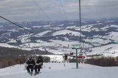 Der Anfang der Skijahreszeit in den Karpaten stockfotografie