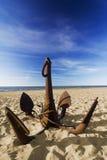 Der Anker auf dem Strand stockbilder