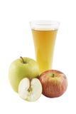 Der Apfelsaft und die Äpfel. Lizenzfreies Stockfoto