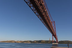 der April-Brücke in Lissabon Lizenzfreies Stockfoto