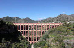 Der Aquädukt von Nerja, Spanien Stockbild