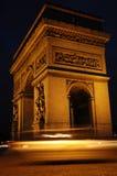Der Arc de Triomphe nachts Lizenzfreies Stockbild