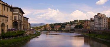 Der Arno-Fluss Lizenzfreies Stockfoto