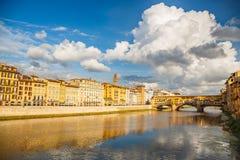 Der Arno-Fluss in Florenz Stockfoto