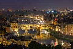 Der Arno und Ponte Vecchio in Florenz, Italien lizenzfreie stockbilder