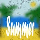 Der Aufschrift hallo Sommer auf dem unscharfen Strandhintergrund mit Palmen Auch im corel abgehobenen Betrag Stockbild