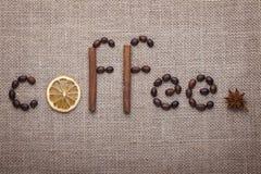 Der Aufschrift Kaffee der Kaffeebohnen Stockfotos