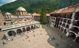 Der Auftritt des klösterlichen Klosters im Rila-Kloster in Bulgarien Lizenzfreies Stockbild