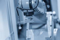 Der automatische Roboterarm für die Blechformung lizenzfreies stockbild
