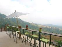 Der avialable Sitz an der Terrasse lizenzfreies stockbild