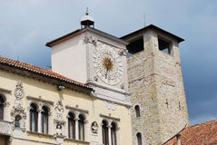 Der bürgerliche Turm von Belluno stockbilder