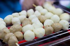 Der Backen Fleischball und Schweinefleischball auf dem elektrischen Ofen, der g Stockfoto