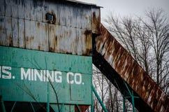 Der Bagger lädt die LKW-Kohle Stockfotografie