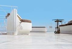 Der Balkon mit Möbeln in Oia, Santorini in Griechenland Stockfoto