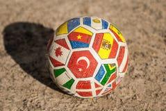 Der Ball im Sand Stockfotos
