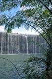 Der Bambus und der Wasserfall Lizenzfreies Stockfoto