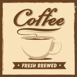 Der Barkellner bereitet sich für Cappuccino vor Lizenzfreies Stockfoto