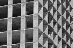 Der Bau des Gebäudes, der Gebäuderahmen während des Baus Lizenzfreie Stockfotos