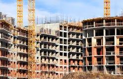 Der Bau des Monolithziegelsteinhauses lizenzfreie stockfotografie