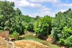 Der Bau einer Brücke über Fluss Psekups Stockbild
