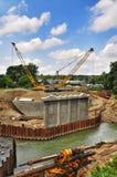 Der Bau einer Brücke über Fluss Psekups Stockfotografie