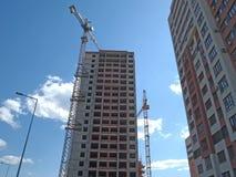 Der Bau eines mehrstöckigen Gebäudes, Wolkenkratzer Lizenzfreies Stockbild