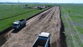 Der Bau der Rollbahn stock footage