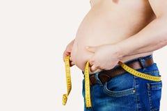 Der Bauch eines dicken Mannes lokalisiert auf weißem Hintergrund Hol des dicken Mannes Stockbild