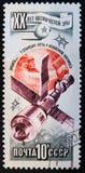 der Beitragsstempel, der in UDSSR gedruckt wird, zeigt Raumschiff, circa 1977 Stockbild