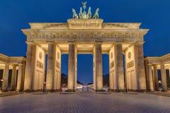 Der berühmte belichtete Brandenburger-Felsen in Berlin Lizenzfreies Stockfoto