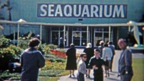 1959: Der berühmte Eingang Miamis Seaquarium Miami, Florida stock footage