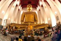 Der berühmte große sitzende Buddha im thailändischen Tempel Lizenzfreies Stockbild