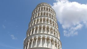 Der berühmte Turm von Pisa - wichtiger Markstein in Toskana - Toskana stock video