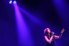 Der berühmte ukrainische Sänger Jamala gab ein Konzert, das vorstellt ihr neues Album Podykh (Atem) Stockfotografie