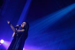 Der berühmte ukrainische Sänger Jamala lächelt, ihr neues Album Podykh (Atem) vorstellend Stockfoto
