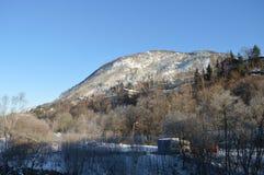 Der Berg Arnanipa in Arnatveit Norwegen Stockbilder