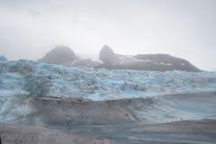Der Berg nahe dem Gletscher Stockfotos