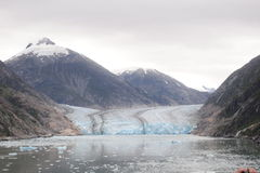 Der Berg und der Gletscher Lizenzfreies Stockfoto