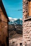 Der Berg und Straßenlaterne Stockfoto