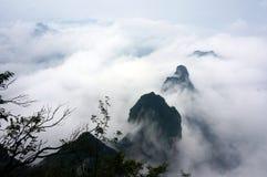 Der Berg Zhangjiajie Tianmen im Nebel Stockbild