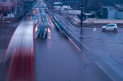 Der beschäftigte Verkehr in der Stadt stockfotos