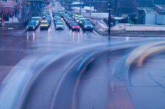 Der beschäftigte Verkehr in der Stadt lizenzfreies stockfoto