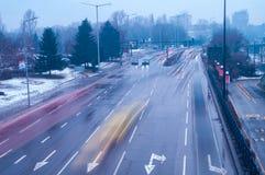 Der beschäftigte Verkehr in der Stadt stockbilder