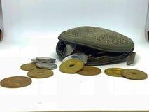 Der Beutel der Münze und der zerstreuten japanischen Münze Stockfotos